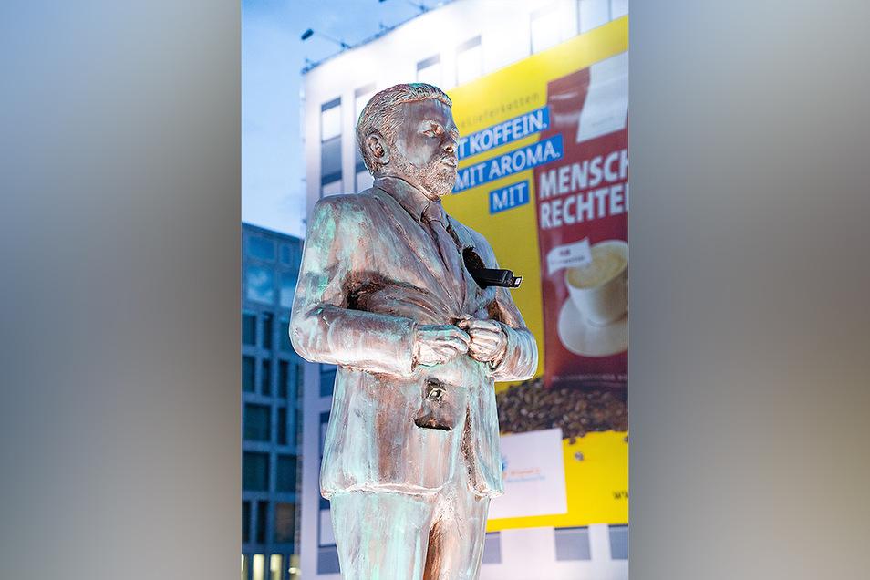 Eine überlebensgroße Statue am Berliner Hauptbahnhof zeigt den Entertainer Klaas Heufer-Umlauf.