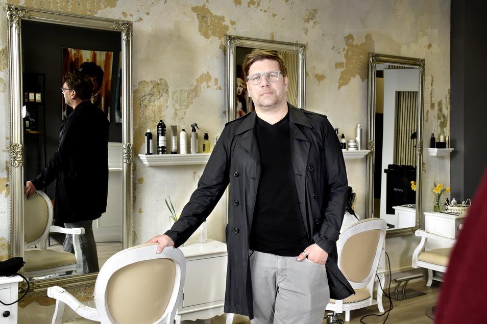 Klein, fein und im italienischen Design ist der neue Salon Youn in der Neustadt eingerichtet. Inhaber Oliver Tschentscher setzt trotz Corona auf die Branche.