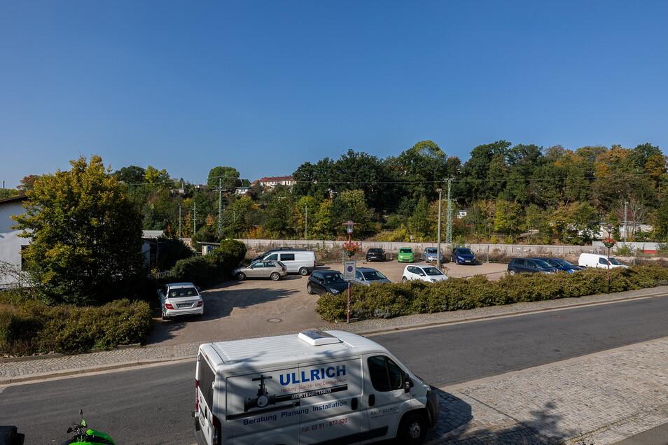 Statt des ursprünglich geplanten Parkhauses wird am Bahnhof Potschappel ein Parkplatz entstehen.
