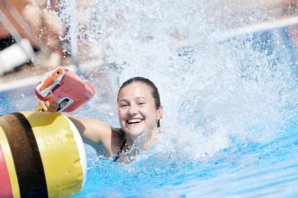 Mit Wasser kennt sich Tina Punzel zwar bestens aus, mit Wasserpistolen aber nicht so sehr. Spaßwettkämpfe sind ein wichtiger Bestandteil beim Auszeichnungsurlaub.