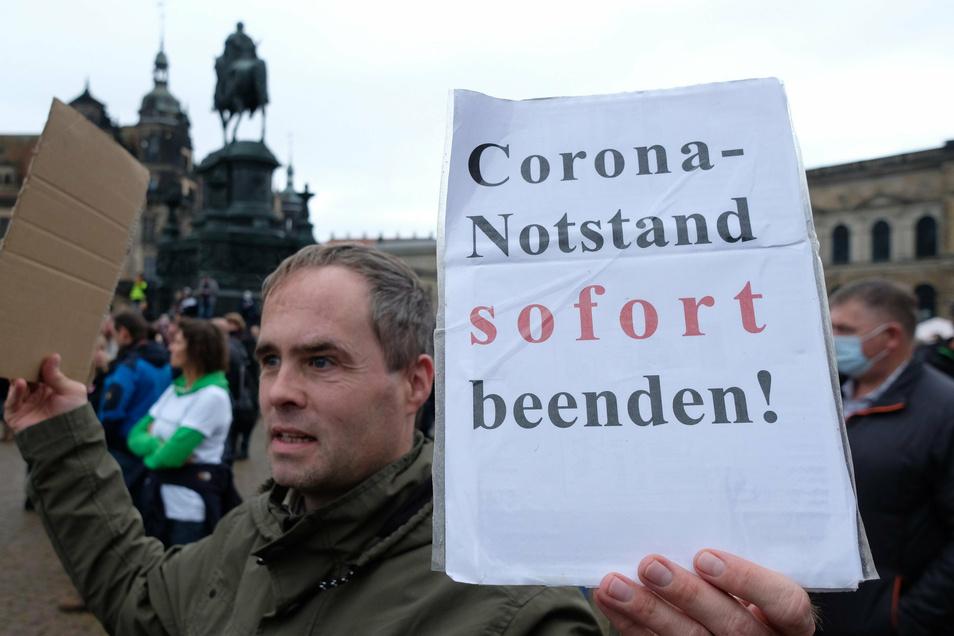 Corona-Notstand sofort beenden zählte zu den zentralen Forderungen der Kundgebung.