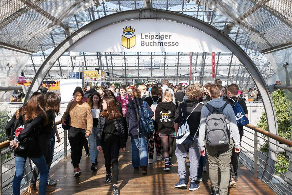 Leser, Autoren, Buchhändler und Verlagsleute schieben sich jedes Jahr im dichten Pulk durch die Leipziger Buchmesse – die nächste ist verlegt auf März 2021.