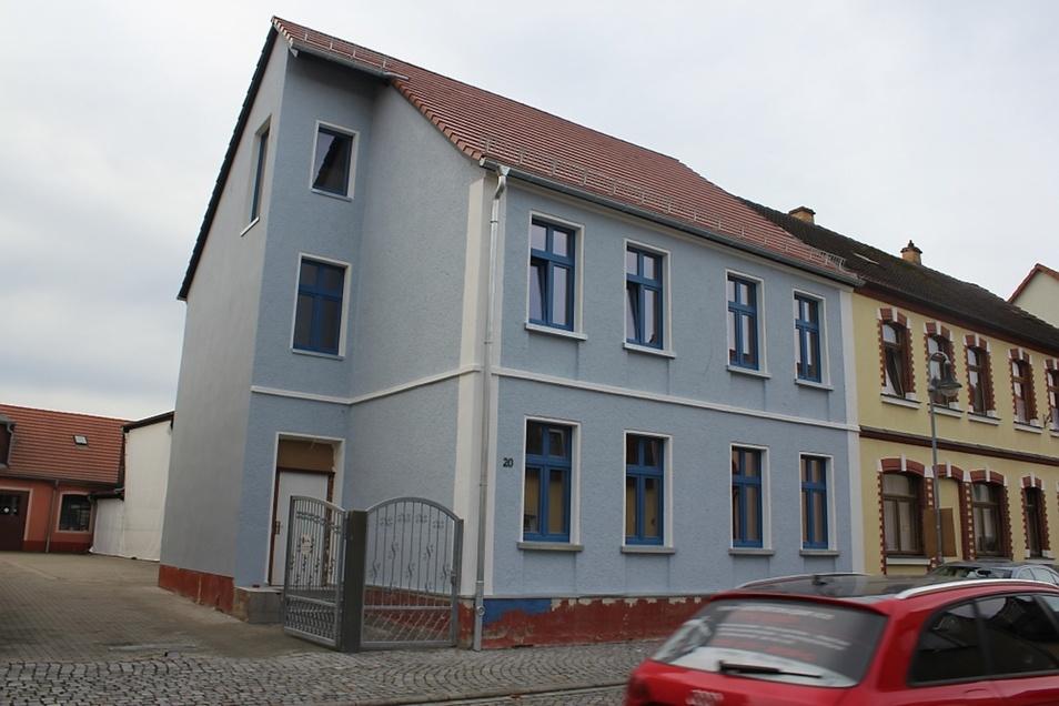 Die Baugerüste sind nicht mehr nötig in der Haschkestraße. Dach, Fenster, Putz und Malerarbeiten an der Fassade sind so gut wie abgeschlossen.