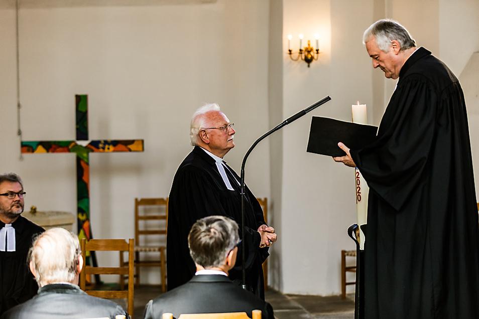 1966 kam Friedhart Vogel (Bildmitte) erstmals in die Johanneskirche – hier wurde am Wochenende sein Jubiläum gewürdigt.