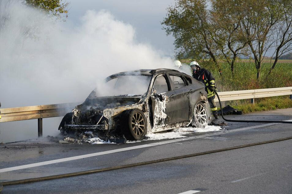 Ein BMW X6 brannte am Mittwochmorgen auf der A 4 zwischen Weißenberg und Bautzen-Ost.