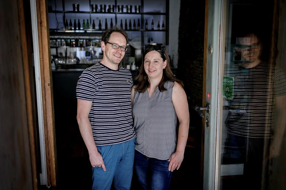 """Sarah und Enrico Merker stehen im """"Neiß"""" auf der Weberstraße. Aktuell ist das Restaurant allerdings geschlossen."""