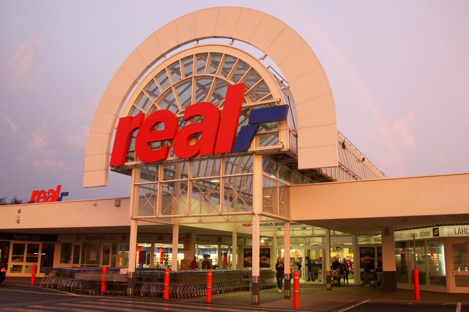 Statt Real soll in Heidenau künftig Kaufland am Gebäude stehen.