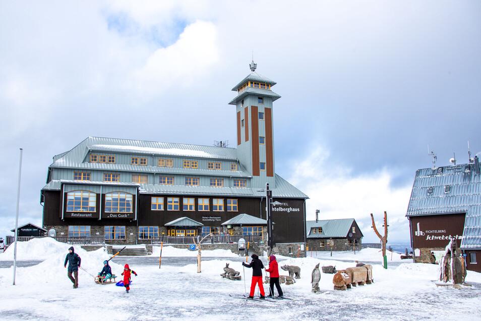 Schnee gab es meist nur im Gebirge. wie hier auf dem Fichtelberg in Oberwiesenthal.