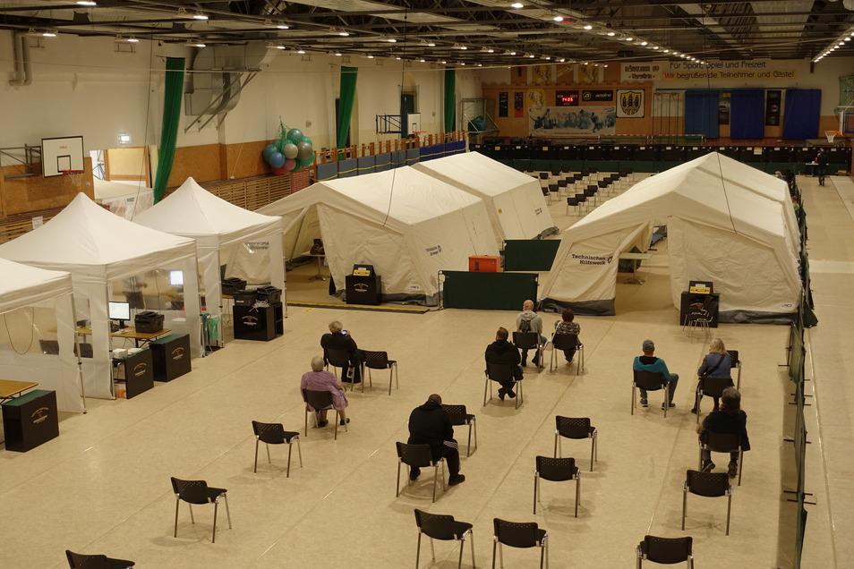 In der Sporthalle Burgstraße hat die Stadt Döbeln vorübergehend ein Impfzentrum eingerichtet.