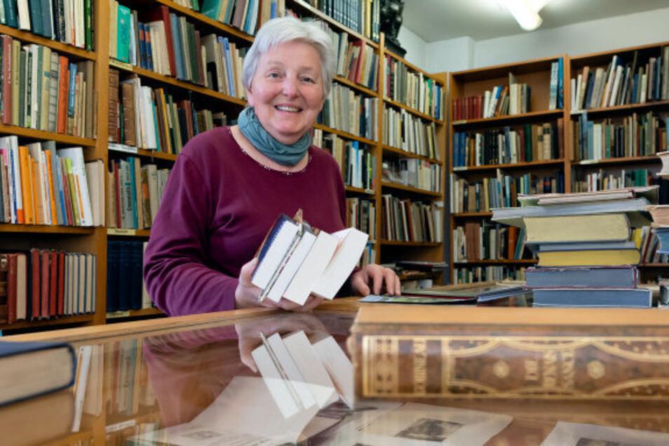 Reingard Kretschmar-Dietrich freut sich, dass sie ihre Buchhandlung an der Bautzener Steinstraße ab Montag wieder öffnen kann.