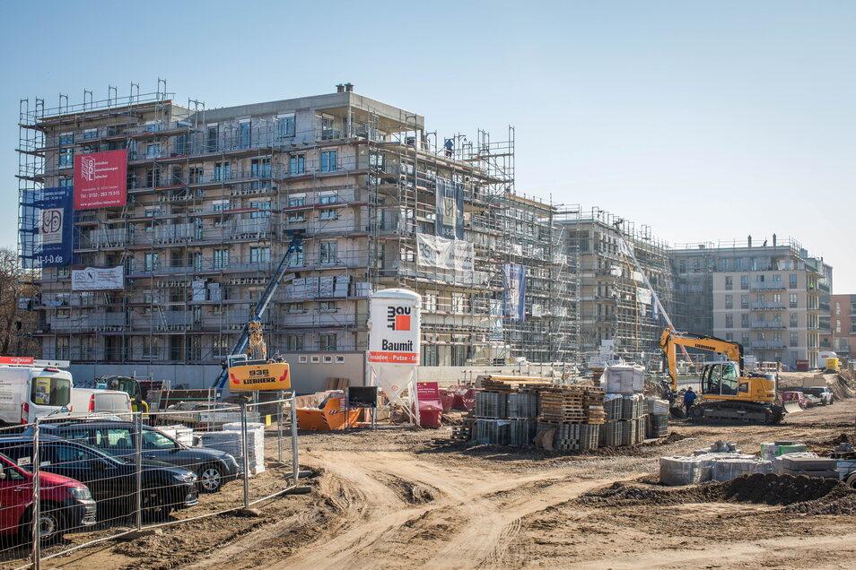 Die beiden L-förmigen Wohnhäuser an der Leipziger Straße werden als erste fertig. Davor beginnt bald der Bau der fünf Stadtvillen.