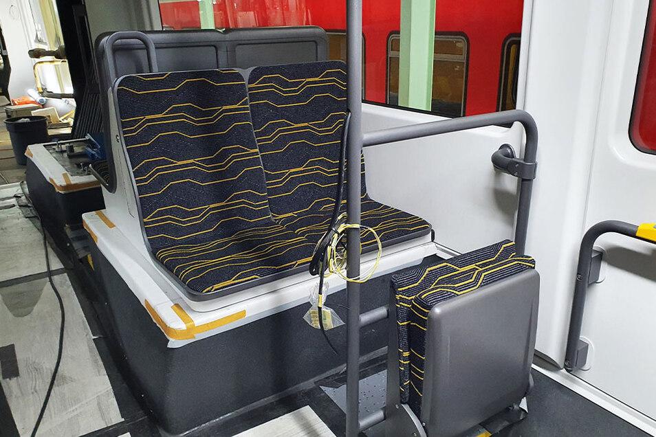 Über die Sitze ist viel diskutiert worden. Nun haben sie Polster in den DVB-Farben. Die Gestaltung soll an das Liniennetz erinnern.