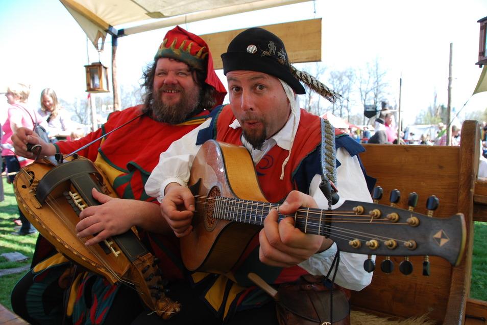 Das Spielmanns-Duo Pampatut lädt zur akustischen Zeitreise.