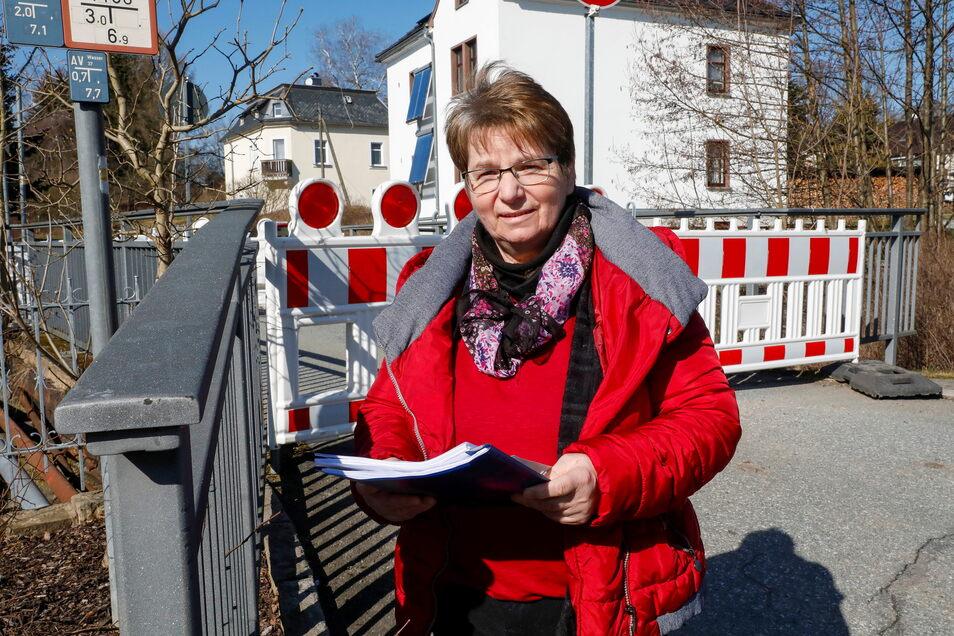 Diese gesperrte Brücke an der Arno-Förster-Straße in Seifhennersdorf ist wichtig. Aber vielleicht gibt es nach ihrem Abriss eine ganz andere Variante - überlegt Bürgermeisterin Karin Berndt.