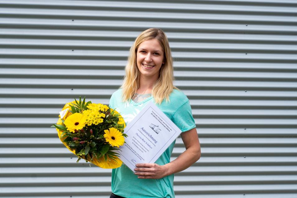 Theresa Schubert (26) hat sich am BSZ Döbeln zur Kfz-Mechatronikerin ausbilden lassen, vorzeitig ausgelernt und mit 1,0 abgeschlossen. Jetzt repariert sie Fahrzeuge in einer freien Werkstatt.