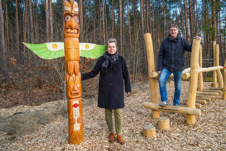 Der neue Indianerpfad in Bischofswerda führt vom Bahnhof bis zur Waldbühne. Laut Simone Keimel und Uwe Hänchen von der Spielgemeinschaft Gojko Mitic sind alle Stationen auf Kinder ausgerichtet, können aber auch von Erwachsenen genutzt werden.