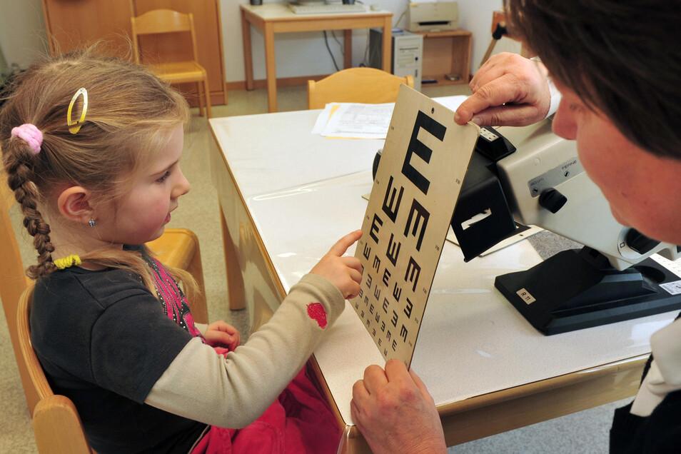 Die Einschulungsuntersuchung ist für zukünftige Schulkinder Pflicht. Nun startet das Gesundheitsamt wieder damit.