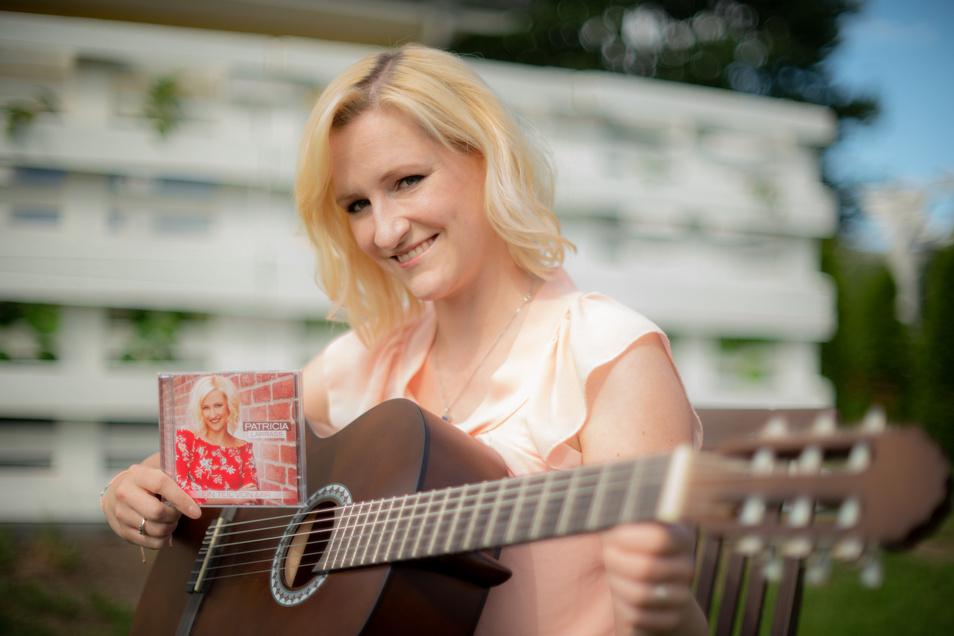 """Patricia Larrass verschob den Start ihres neuen Albums """"Ein Teil von mir"""" wegen der Corona-Krise. Nun stellte die Schlagersängerin, die mit ihrem Freund in Lichtenberg bei Pulsnitz lebt, es vor."""