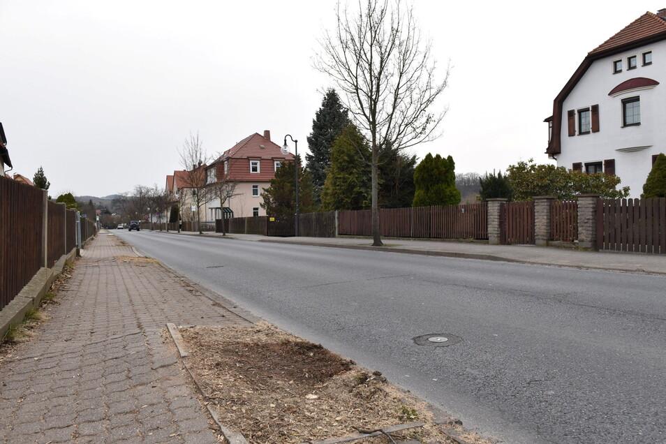 Der unebene Gehweg entlang der Rabenauer Straße in Dipps soll dieses Jahr in Ordnung gebracht werden.