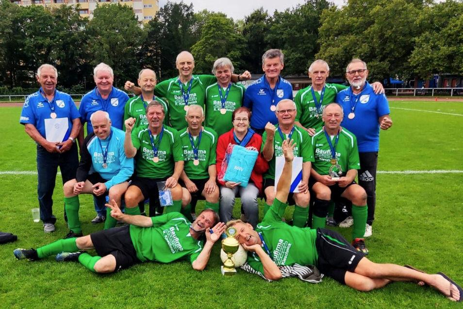 Die Knappensee-Oldies holten Bronze bei der NOFV-Meisterschaft im Fußball der Altersklasse Ü 60.