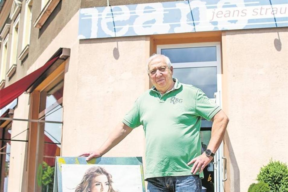 Meißner Straße 86: Siegfried Strauß mit seinem Textilgeschäft ist eine Institution in Radebeul-Ost. Seit Anfang der 90er führt er den Laden an der Ecke Meißner Straße, Hauptstraße. Fotos: Arvid Müller (4)