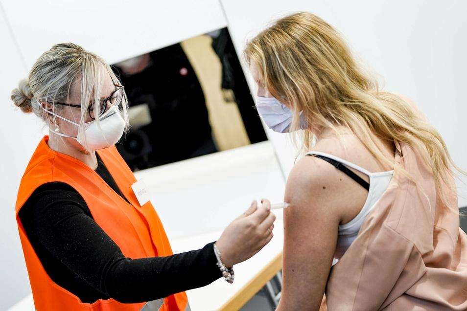Ab Mitte Dezember sollen die Corona-Impfzentren in Deutschland einsatzfähig sein.
