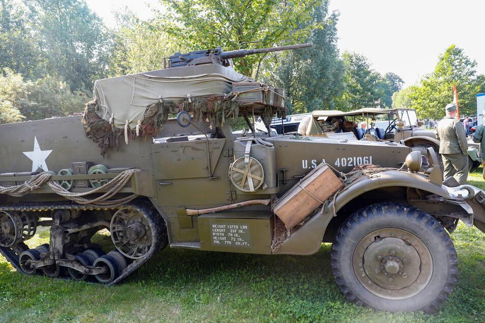 Auch historische Militärfahrzeuge waren zu sehen, wie dieser M3 A1 aus den USA.