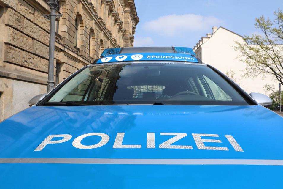 Eine kaputte Haltestelle, zwei aufgebrochene Autos und viele zerstörte Wahlplakate - der Polizeibericht aus Dresden vom 6. August.
