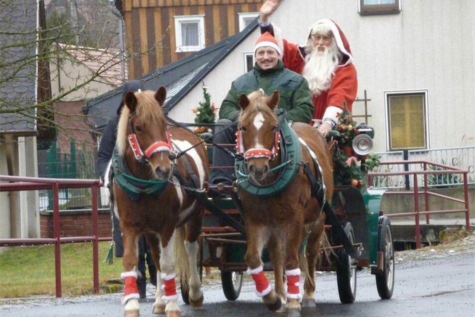 Diesmal darf Jens Oguntke vom Pony-Hof in Hainewalde am 24. Dezember den Weihnachtsmann nicht mit seiner Pferdekutsche durch Waltersdorf fahren.