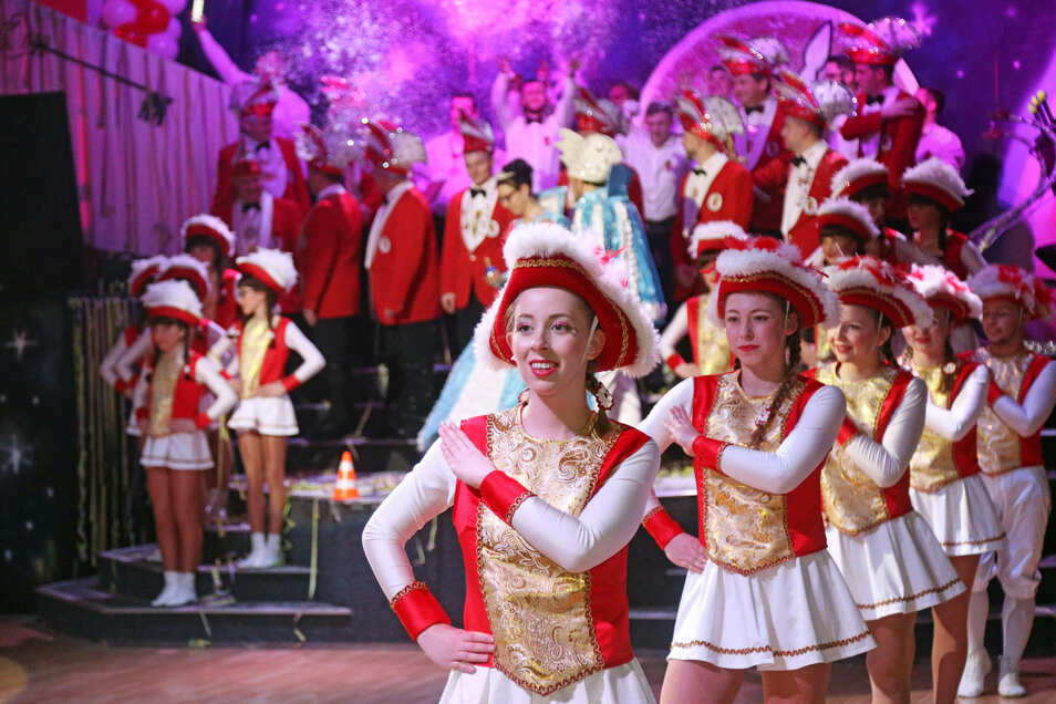 Funkengarde, Schunkelmusik, gute Laune: Strehlas Faschingsveranstaltungen genießen Kultstatus. Auch in der Saison 2020/21 soll der Karneval stattfinden – trotz aller Schwierigkeiten, die Corona bereitet.
