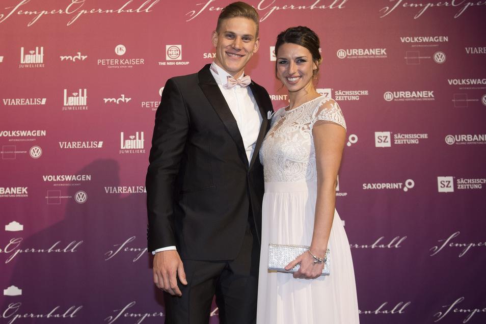 Karl Schulze machte 2017 beim Semper-Opernball mit seiner Freundin Marie-Christin eine gute Figur. Das Paar hat zwei Töchter: Leni Marie (knapp zwei) und Lea (sieben Monate).