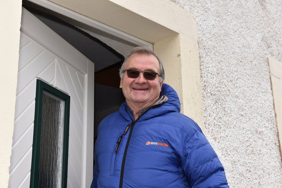 Raimund Kunze aus dem Dippser Ortsteil Naundorf darf sein Haus wieder verlassen. Er und seine Frau mussten über eine Woche in Quarantäne leben.