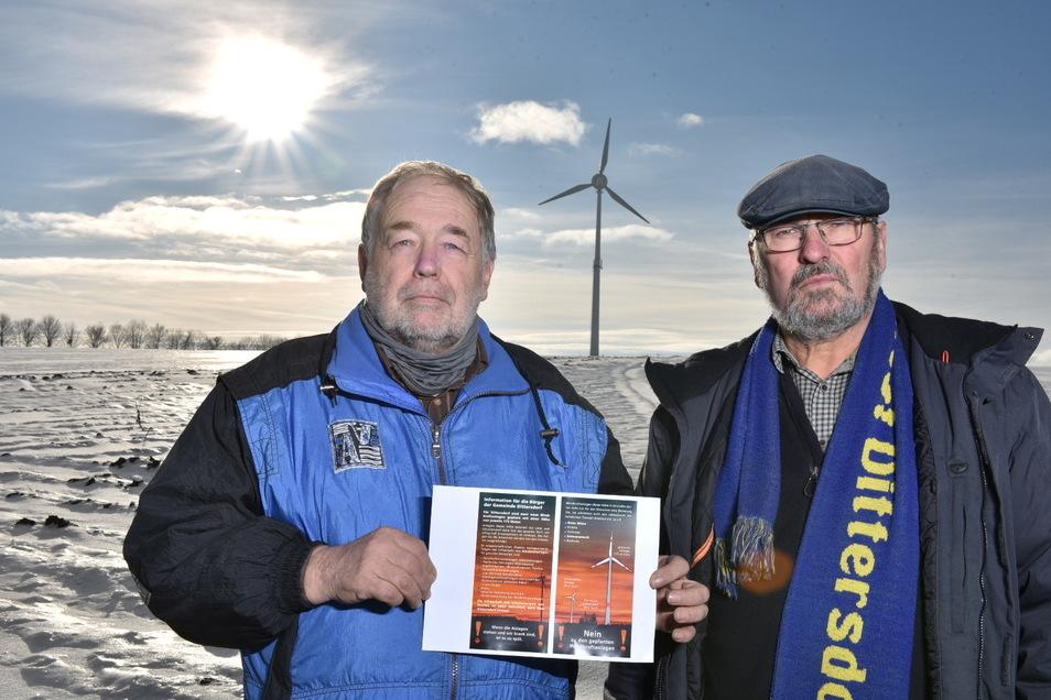 Bernd Grahl (re.) und Eckhardt Jacob hatten in der Vergangenheit auch Unterschriften gesammelt, um zu verhindern, dass am Dorfrand noch größere Windräder errichtet werden.