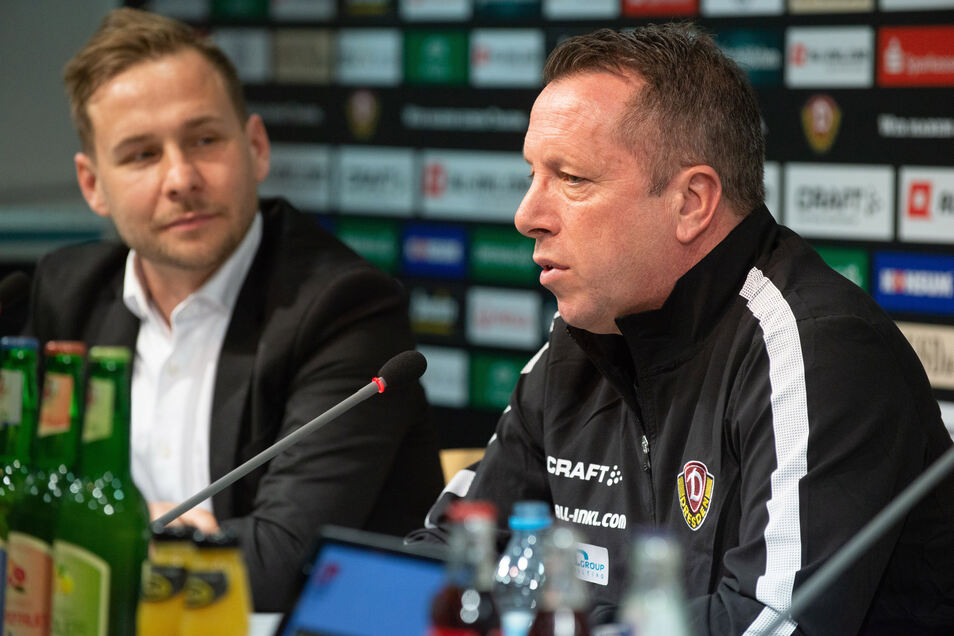 Dynamos Pressesprecher Henry Buschmann (l.) und Cheftrainer Marcus Kauczinski - hier bei einer früheren Pressekonferenz - erklärten am Donnerstag, wie der Verein auf die neuen Corona-Beschlüsse reagiert.