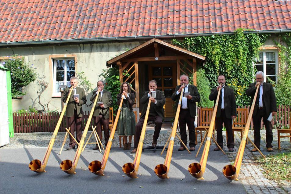 Die Lausitzer Hangfichten gehörten zu den Bläsergruppen, die am Sonntag zum Benefizkonzert an der Laurentiuskirche in Lauta Dorf eingeladen hatten. Es wurde für alle ein musikalisches Erlebnis. Und auch der Erlös kann sich sehen lassen.