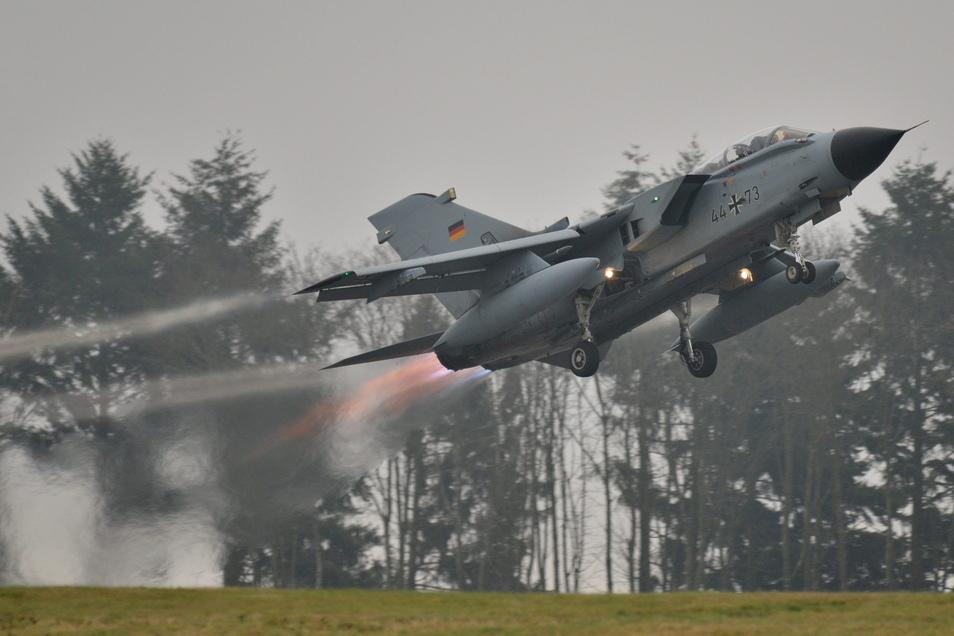 Ein Kampfjet vom Typ Tornado flog am Mittwoch sehr tief über die südliche Oberlausitz.