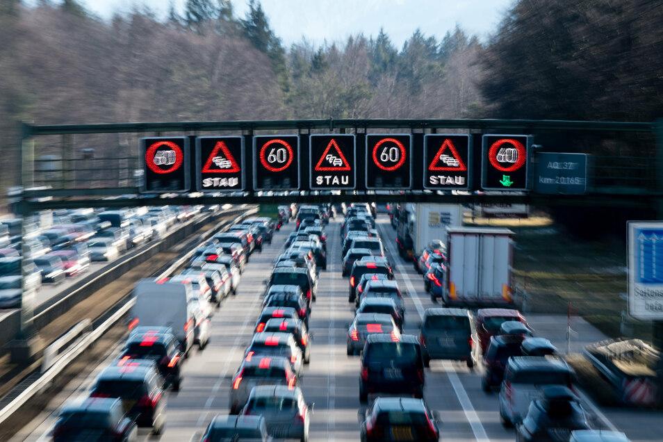 Der ADAC errechnet viel weniger Staukilometer in NRW