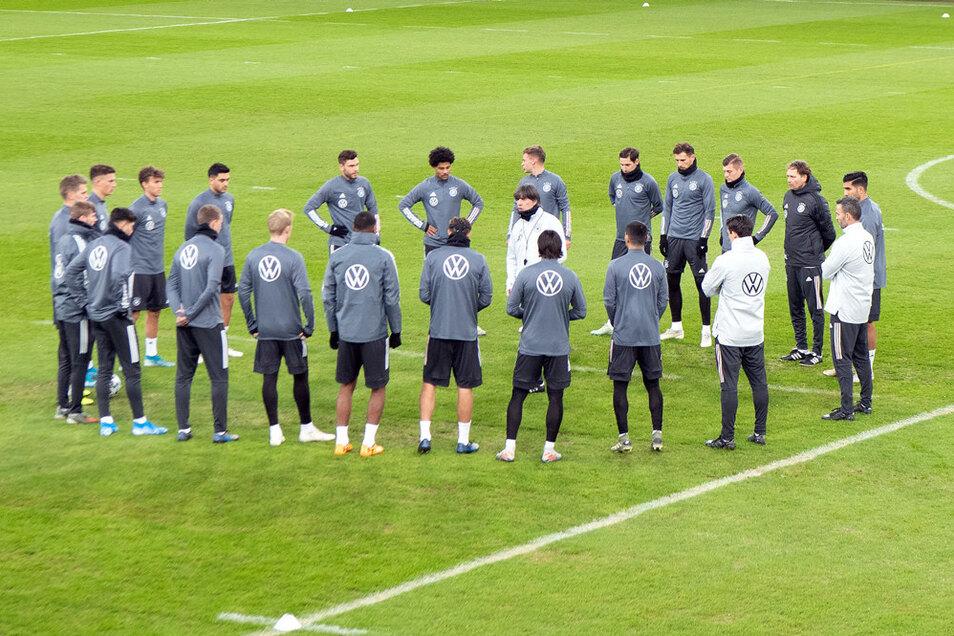 Die deutsche Fußball-Nationalmannschaft bekommt die ersten beiden EM-Gegner zugelost.