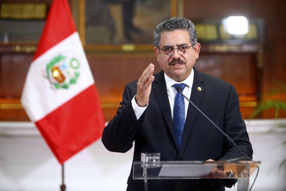Manuel Merino, Übergangspräsident von Peru, erklärte nach fünf Tagen im Amt seinen unwiderruflichen Rücktritt.