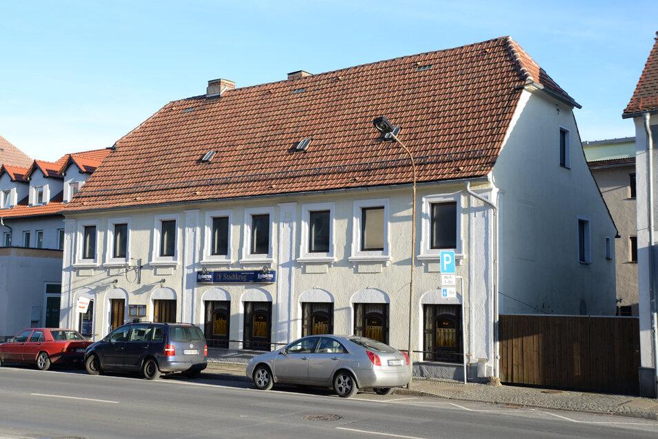 """Die Gaststätte """"Stadtkrug"""" an der Görlitzer Straße ist jetzt eine Burger-Bar und damit in das Imbiss-Geschäft eingestiegen. Geöffnet ist die Burger-Bar in der Woche über die Mittagszeit 11.30 bis 14.30 Uhr sowie abends ab 17 Uhr. Am Wochenende nur ab 17 Uhr."""