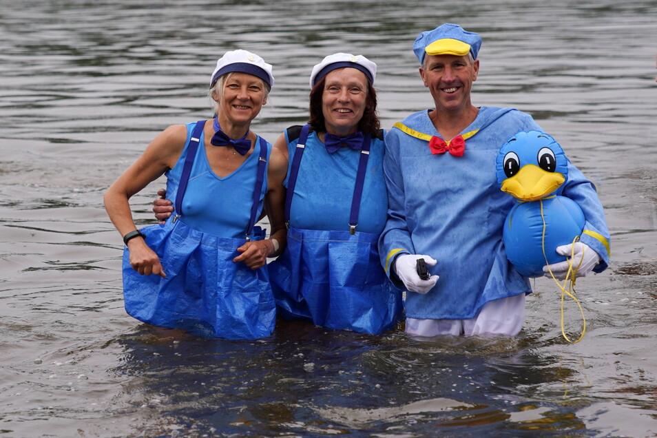 Viele von ihnen wollten nicht nur schwimmen. Wie in jedem Jahr gehören originelle Kostüme zum Elbeschwimmen dazu.