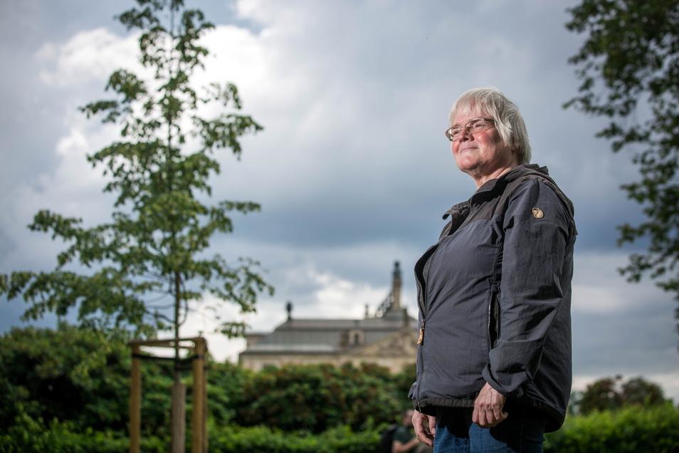 Ingrid Voigtmann sorgt mit dafür, dass der Große Garten in Dresden voller Bäume bleibt.