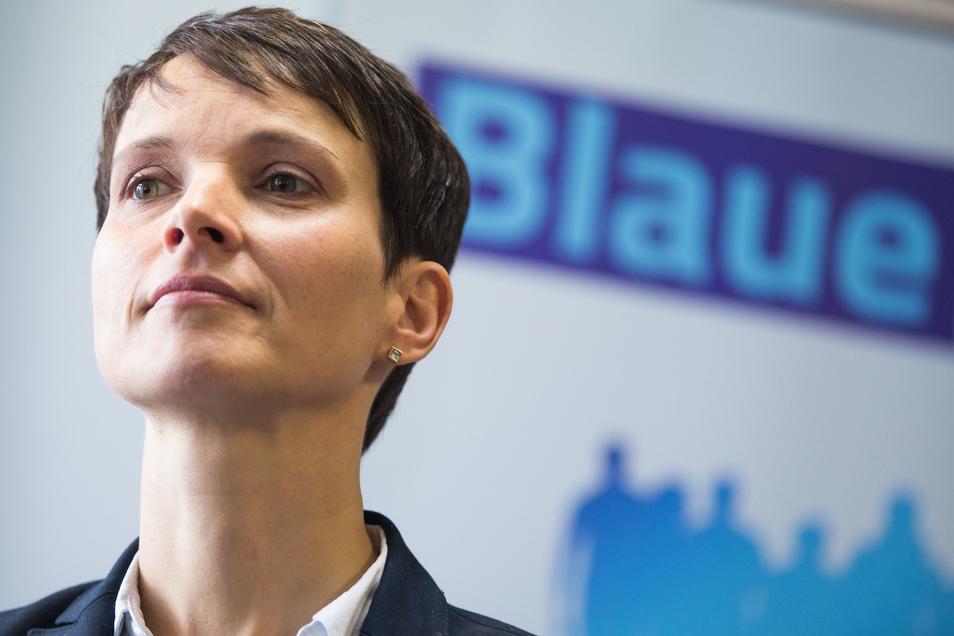 """Frauke Petry wollte mit ihrer Blauen Partei """"konservative und anständige"""" Politik machen. Beim Wähler kam das nicht wirklich an."""