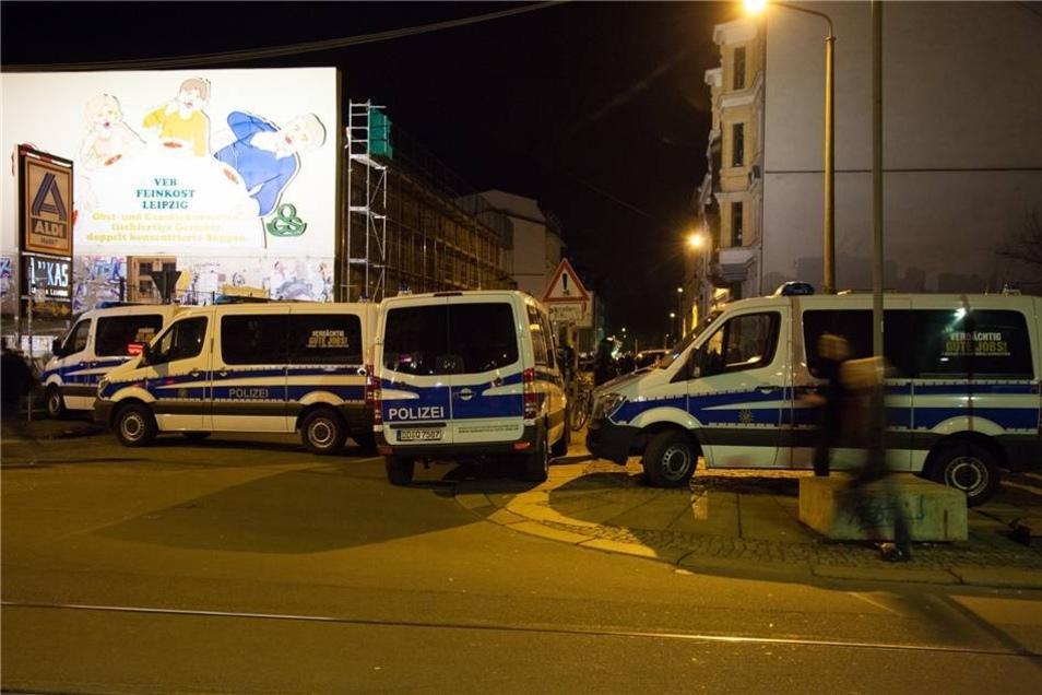 Am Donnerstagabend sind mehrere Hundert Demonstranten von der Leipziger Innenstadt Richtung Süden gezogen.