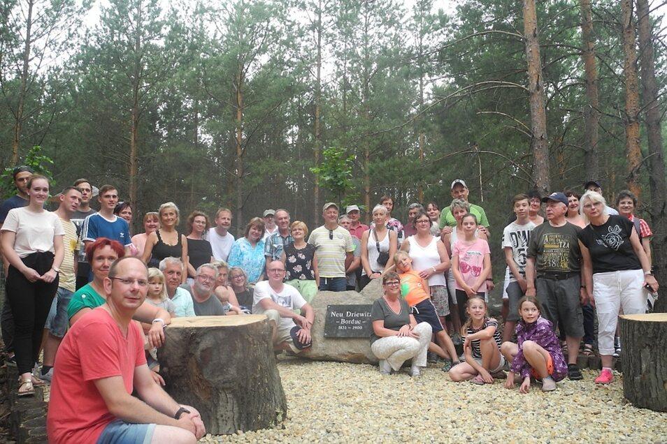 Eine kleine Gedenkstätte erinnert jetzt an die frühere Siedlung Neu Driewitz Borduc. Sonnabend war feierliche Einweihung im Beisein vieler Driewitzer und Interessierter.