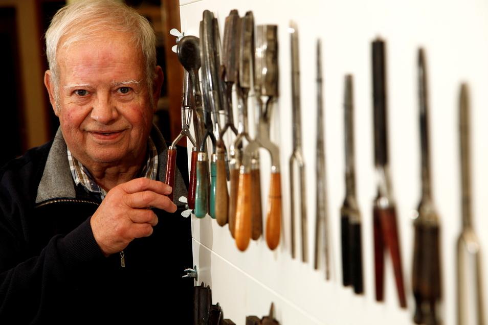 Ulrich Lück aus Neugersdorf ist Friseur aus Leidenschaft und Erfinder obendrein. Bekannt ist er für allerlei verrückte Ideen und Rekorde.