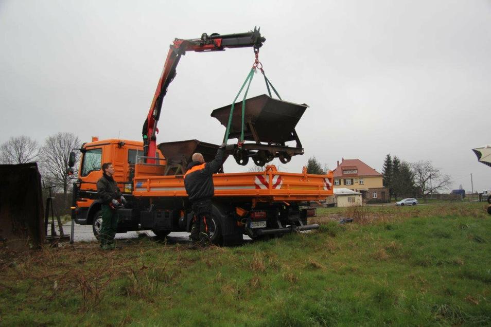Ein österreichischer Sponsor hat der Stadt drei Feldbahn-Loren mit Kippmulden geschenkt. Sie werden derzeit aufgearbeitet.