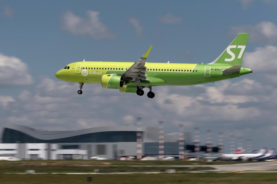 Grün ist die Hoffnung - auch für Dresdens Flughafen: Mit solchen A320neo will die russische Airline S7 ab September von Sachsens Landeshauptstadt nach Moskau-Domodedowo düsen.