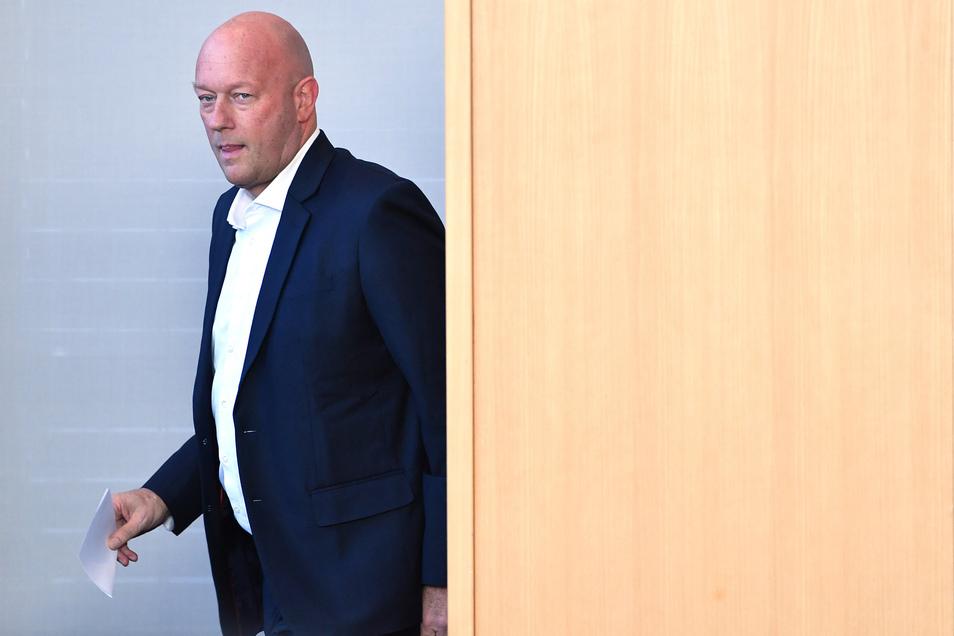 Der 54-jährige Thomas Kemmerich, geboren in Aachen, ist seit 2015 FDP-Landeschef in Thüringen. Von 2017 bis 2019 saß er im Bundestag. Die Thüringer FDP hatte er bei der Landtagswahl im Oktober zurück ins Parlament geführt – mit denkbar knappem Ergebnis.