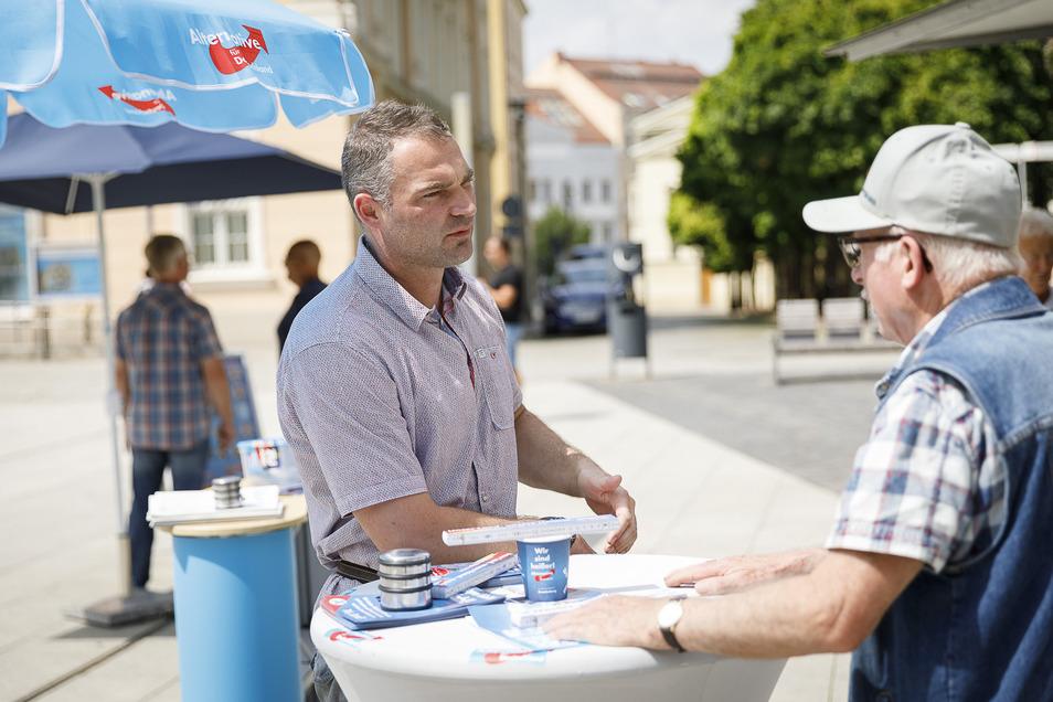 Selbst bei tropischen Temperaturen stand Sebastian Wippel mit seinem Wahlstand auf dem zentralen Görlitzer Marienplatz.